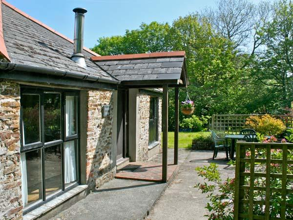 BRAMBLE COTTAGE, shared facilities including swimming pool, children's play area, play barn in Bude Ref 29357 - Image 1 - Bude - rentals
