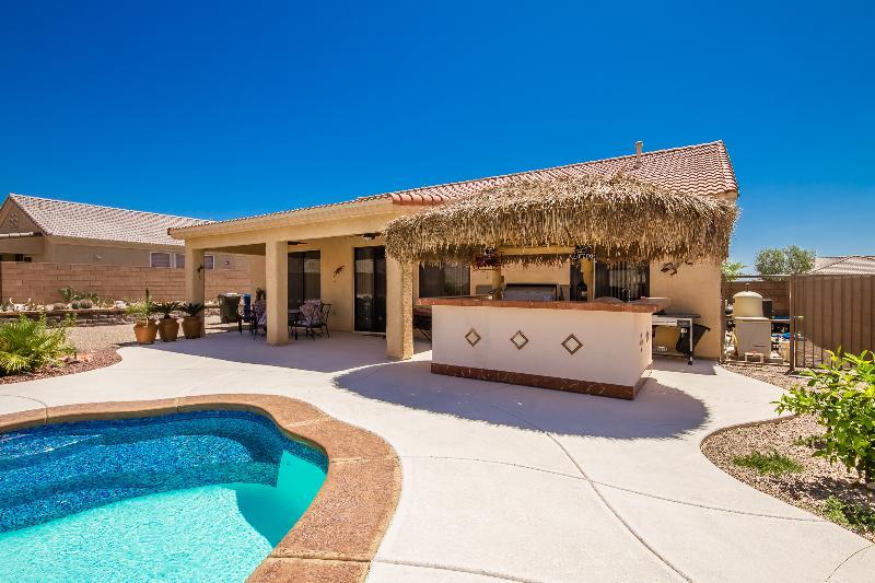 Pool and Outdoor Kitchen - Desert Nights - Bullhead City - rentals
