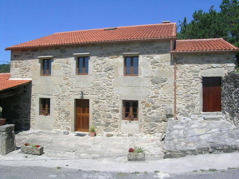 Big restored traditional house to explore costa da morte and Santiago - Image 1 - Outes - rentals