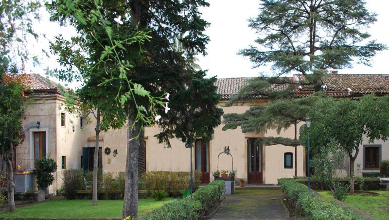 overview - prestigious Sicilian villa of the 800's on the slopes of the Etna. - Trecastagni - rentals