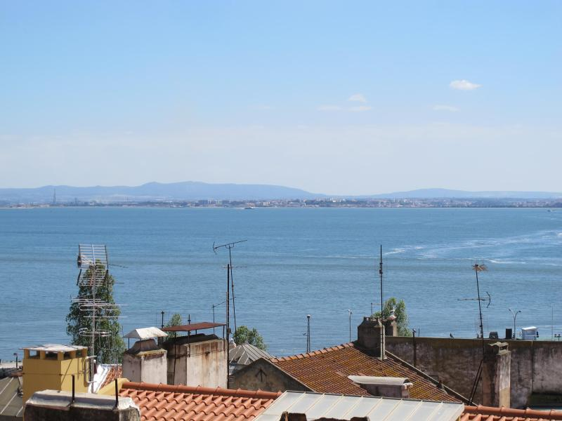 View from the apartment - Downtown Alfama RIVER VIEW, 5 room 3 Wc - Lisbon - rentals