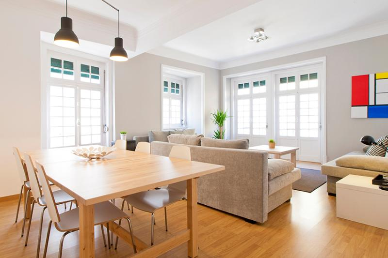 Living Room - Central Chiado 5 Rooms + 3 Wc, Up To 17 Guests - Lisbon - rentals