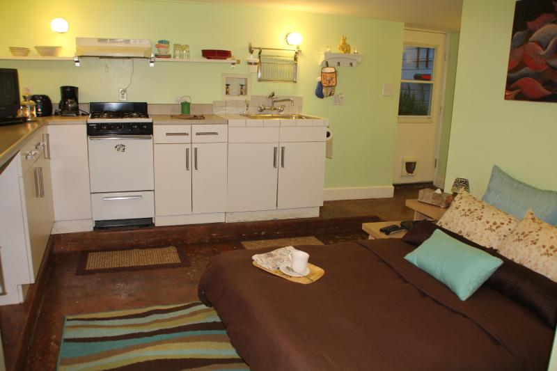 bed folded down - Heart of the Mission: pied-à-terre gem - San Francisco - rentals