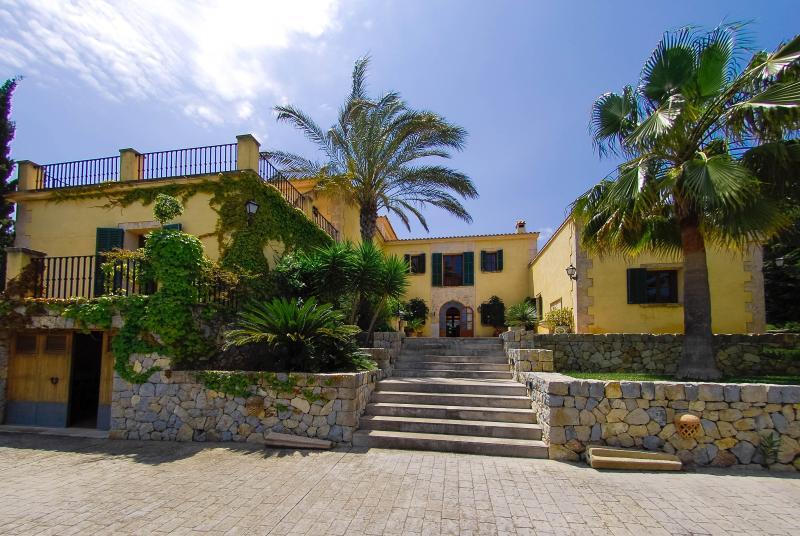 Superb Villa 5 minutes from the beach - Image 1 - Santa Margalida - rentals