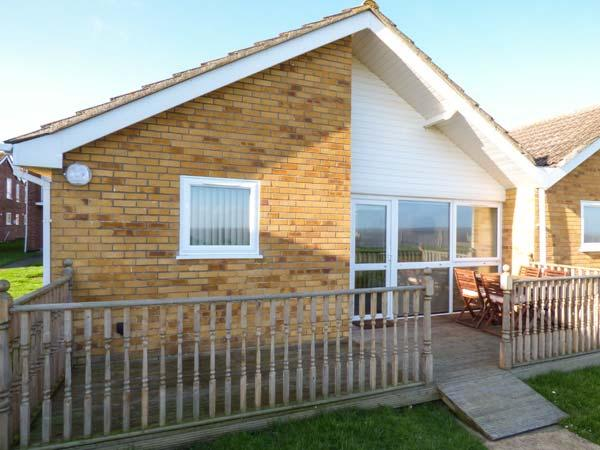 OCEAN VIEW, all ground floor, sea view, on-site facilities including a swimming pool in Corton Ref. 30580 - Image 1 - Corton - rentals