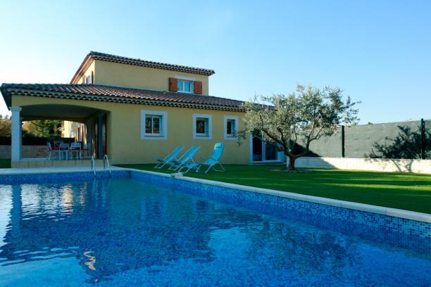 garden and swimming pool with alarm - New Vacation Home for 8 People with Pool and Terrace, Aix en Provence - Aix-en-Provence - rentals