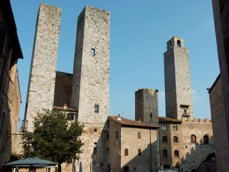 View from the windows of the apartment: Piazza delle Erbe - Stone House Apartment in the heart of S.Gimignano - San Gimignano - rentals