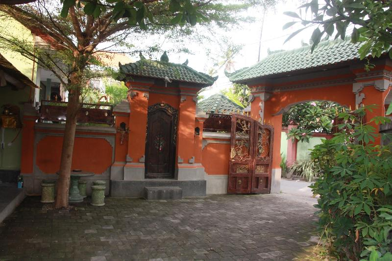 Entry to Property - BEACH HOUSE CENTRAL SANUR Self catering, 1 Bedroom - Sanur - rentals