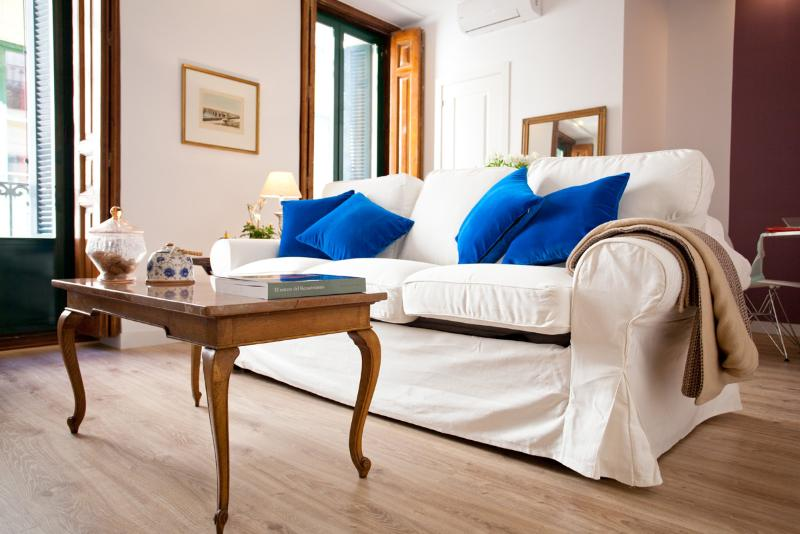 Triple Balcony Suite - GREAT rate  SOL PICASSO Madrid Boutique Suite - Madrid - rentals