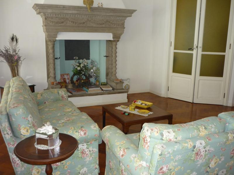 Living room - B&B in Beautiful charming apartment in Italy - Imola - rentals