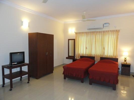 A/C DELUXE STUDIO ROOM - TULIPS HOMESTAY : A/C DELUXE STUDIO ROOM, A 2 - Mysore - rentals