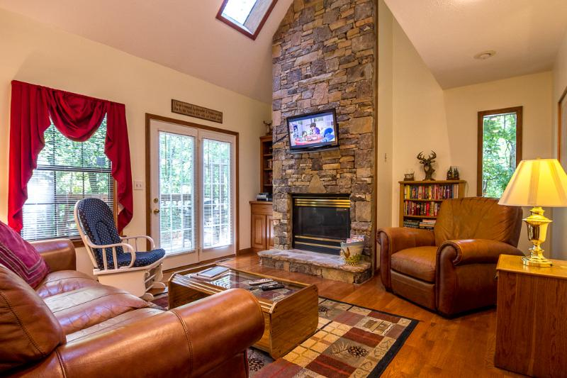 Living Room-Stacked Stone Fireplace,32 HDTV, Movies,Books, DVD Player,Queen Sleeper Sofa - Awesome Location ,Wifi,Hottub,Jacuzzi,2-Pools - Pigeon Forge - rentals