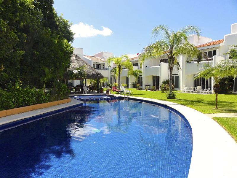 PLAYACAR. A Perfect Vacation. Close to beach/town - Image 1 - Playa del Carmen - rentals