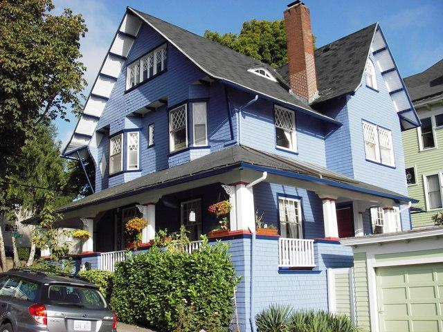 Outside of House - Perfect Location Apt in Victorian Home on NW 23rd - Portland - rentals