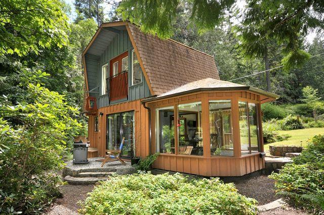 Toad's Hall Oceanfront Garden Cottage - Image 1 - Sooke - rentals