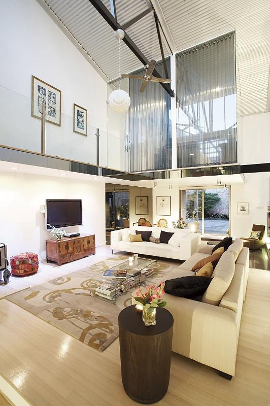 Living room - Arty and edgy 2 bedroom warehouse - Clifton Hill - rentals