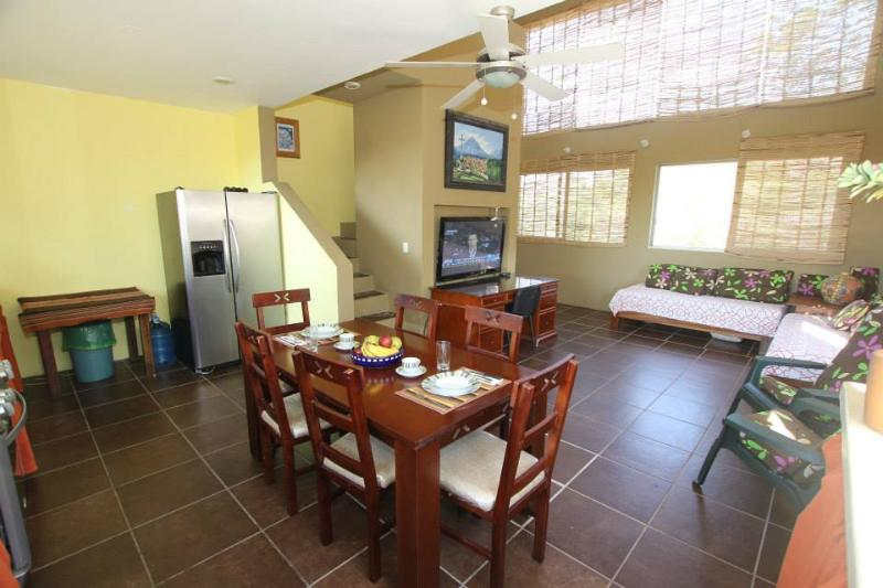 Penthouse living / dining area.  Natural light and fresh ocean breezes . - Heavenly Villa Near the Beach - Huatulco - rentals