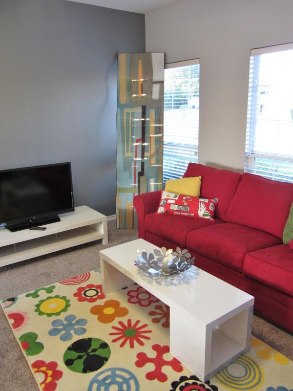 Our living room with flat screen TV and ultra-modern decor - Stunning Modern Home in Downtown San Antonio - San Antonio - rentals