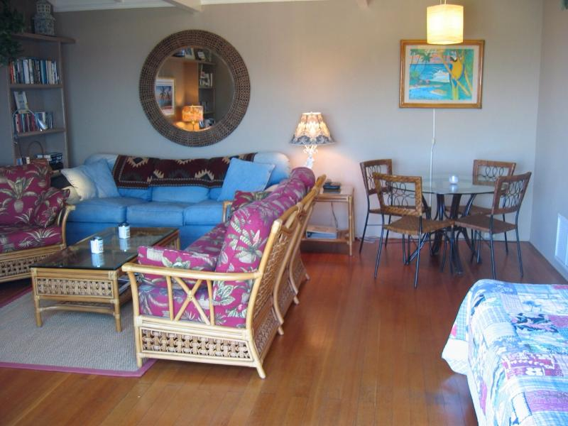 Spacious living room,dining, white tussle beams, twin trundle beds for two minors - One Bdrm Laguna Beach Charmer just steps to 3 sand - Laguna Beach - rentals