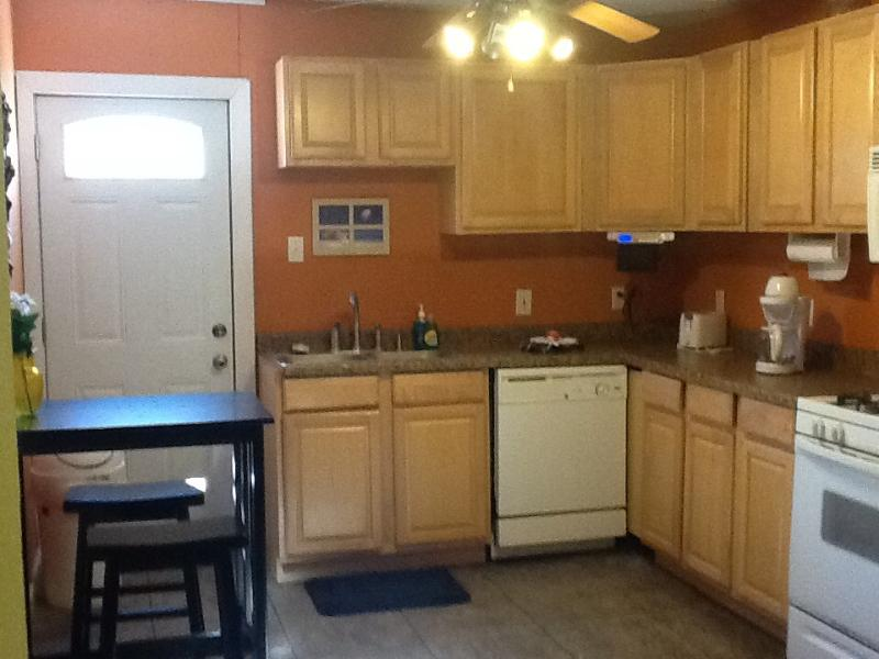Kitchen and Dining area - Convenient Metairie House - Metairie - rentals