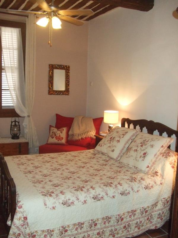 2nd floor bedroom - Antibes - Romantic and charming town house - Antibes - rentals