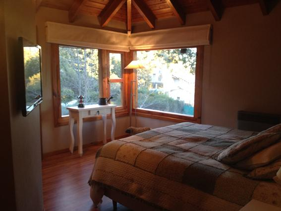 4 BEDROOM/2 BATH (H30) GREAT LAKE VIEW!! - Image 1 - San Carlos de Bariloche - rentals