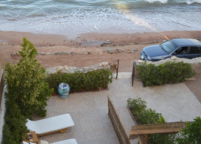 Location, location, location... beachfront. - The Cozy Beach House - Dahab - rentals