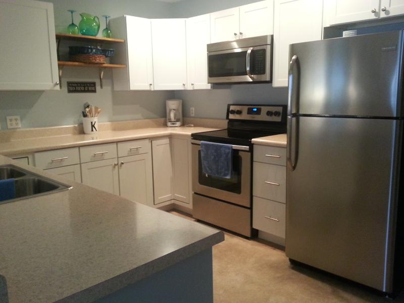 Updated KItchen - Largest unit at Pelican Bay spacious updated unit! - Osage Beach - rentals