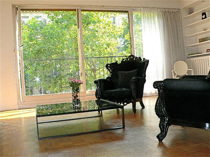 Lively 3 Bedroom Apartment in Paris - Image 1 - Paris - rentals