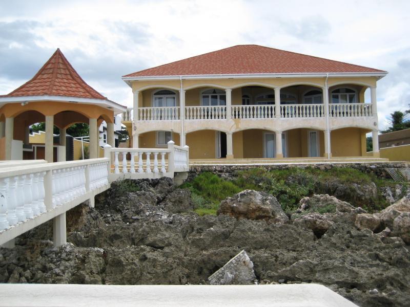 REAR OF HOME - Casa De Mar  === Waterfront Villa Rental - Blue Mountains National Park - rentals