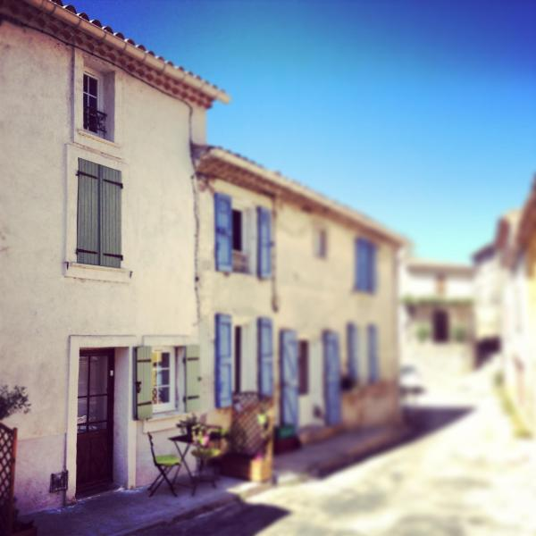 Affordable and Stunning 1 Bedroom House in Provence - Image 1 - Saint-Martin-de-Bromes - rentals