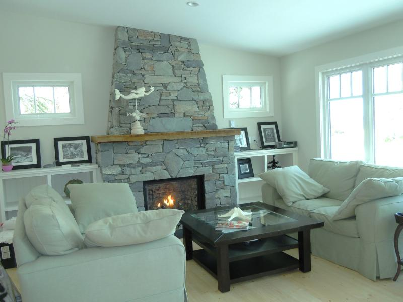 Living room - Beautiful Beach style house! -first time offered - Parksville - rentals