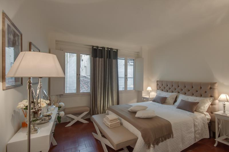 Quiet 2 Bedroom Vacation Apartment in Florence - Image 1 - Florence - rentals