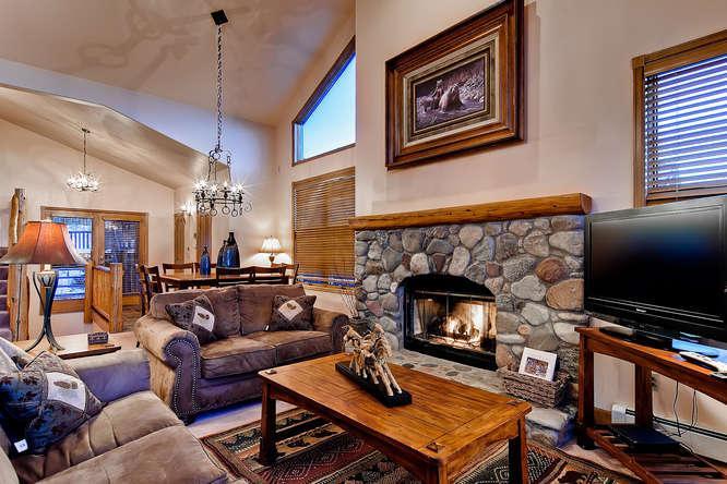 Ten Mile Range Retreat-400 yds from shuttle stop - Image 1 - Breckenridge - rentals