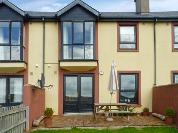 3 KING'S CRESCENT, terraced cottage, woodburner, enclosed garden, sea views, in Arthurstown, Ref 28005 - Image 1 - Arthurstown - rentals