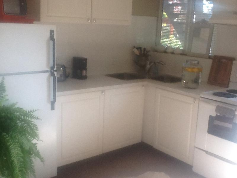 shabby chic north vancouver suite - Shabby Chic North shore suite - North Vancouver - rentals