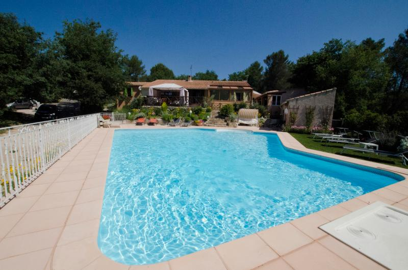 villa and heated pool - Villa, large heated pool/jacuzzi, wooded, games - Greasque - rentals