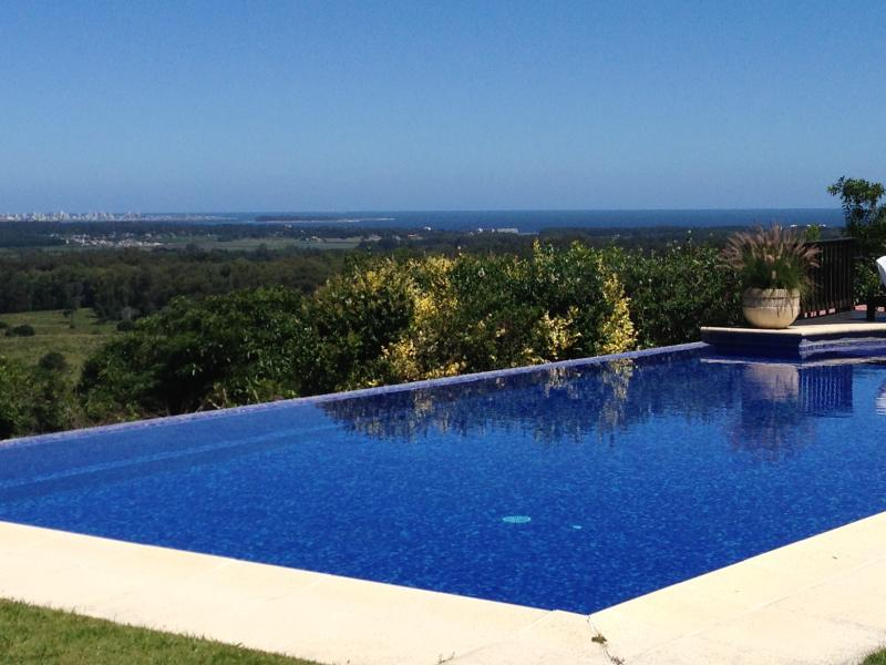 *LUXURY* Ample and majestic house with pool - Image 1 - Punta del Este - rentals