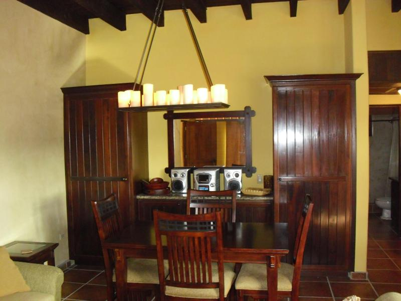 Living room - Mission gate condominiums - West Bay - rentals
