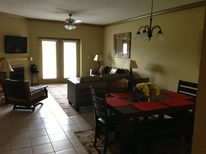 Luxury 3 BR, 2 BA Pigeon Forge Condo - Image 1 - Pigeon Forge - rentals