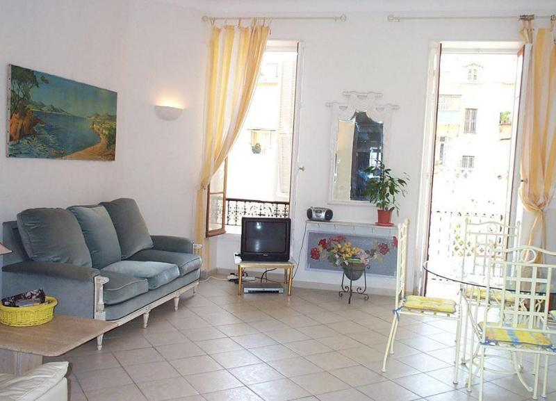 Nice -central, near Old Town, 2 bdm,sleeps 2 - 6 - Image 1 - Nice - rentals