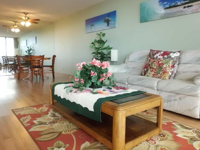 living room - 2 Bedroom High rise Condo in the heart of Waikiki - Honolulu - rentals