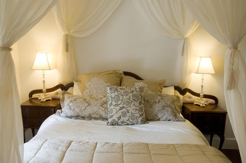 Cosy and romantic main bedroom complete drapes and fine linen - Self-Contained Farmhouse MODERN, RUSTIC, LUXURIOUS - Woodend - rentals