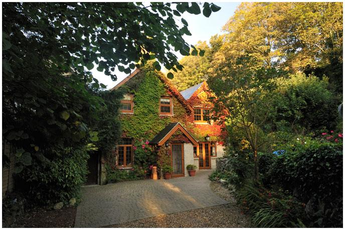 Character Cottage in an acre of private garden with parking.TripAdvisor Cert of Excellence 2014 - Four Star, Gold Award, secluded character cottage. - Ventnor - rentals
