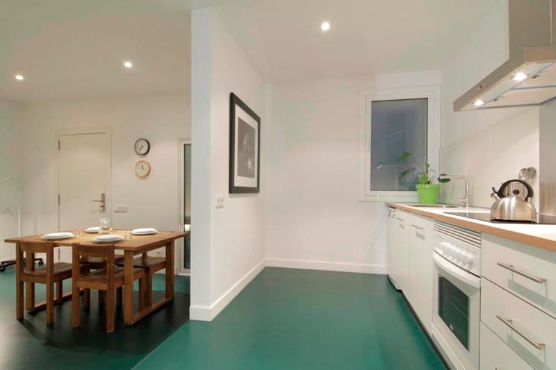4 bedrooms apartment, ideal for big groups! - Image 1 - Barcelona - rentals