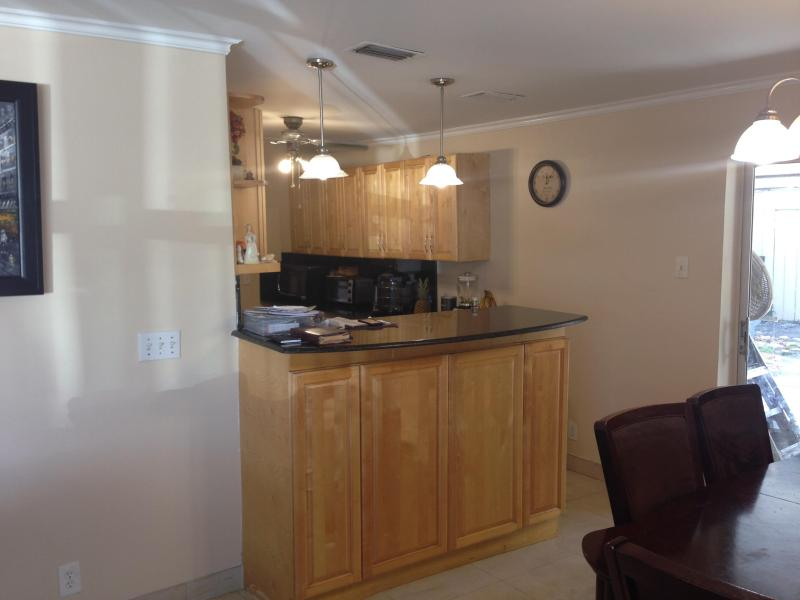 SPACIOUS HOME RECENTLY RENOVATED - 5 MINUTES AWAY FROM HOLLYWOOD BEACH, FLORIDA - Hollywood - rentals