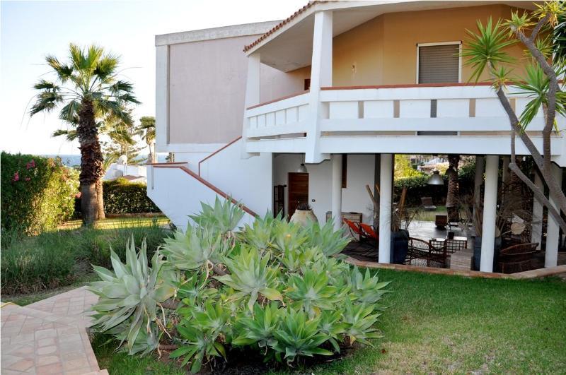 The elegant facade - VILLA THALASSA: stylish villa 20 mt to the sea ,we - Fontane Bianche - rentals