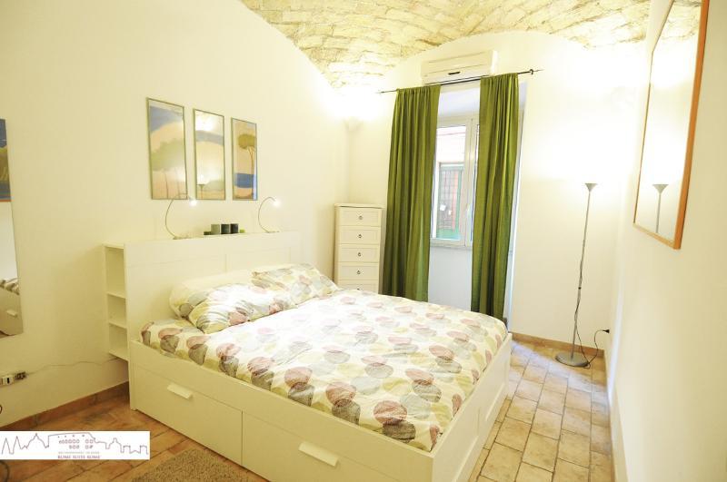 bedroom - Stylish Apartment - Piazza della Repubblica - Ome - rentals