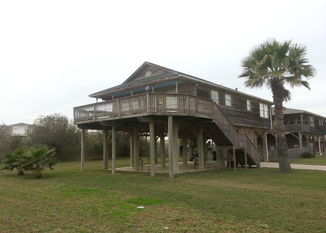 Fantastic 2nd rown beach house- ocean view, large deck, surfing, fishing - Image 1 - Galveston - rentals