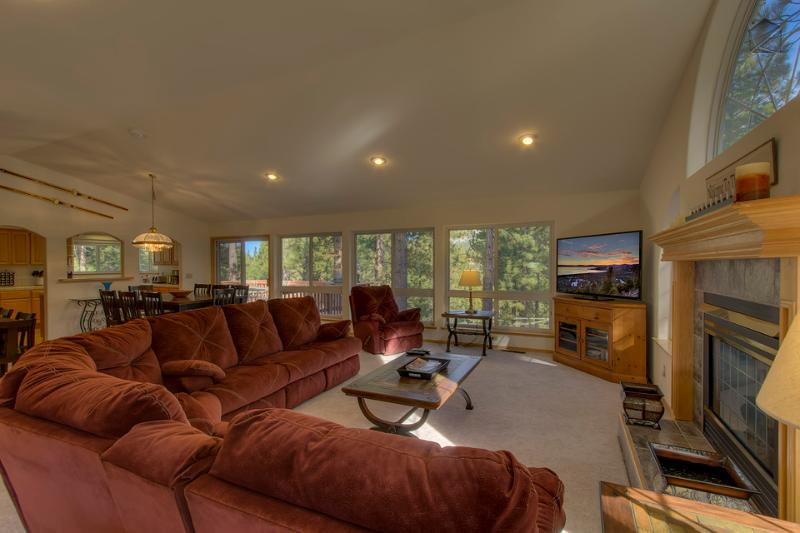 The open layout allows natural light to flood into the kitchen and dining areas. It's a great place for everyone to mingle and relax. - Spacious home on quiet street with private hot tub - Nestled Pines Retreat - South Lake Tahoe - rentals